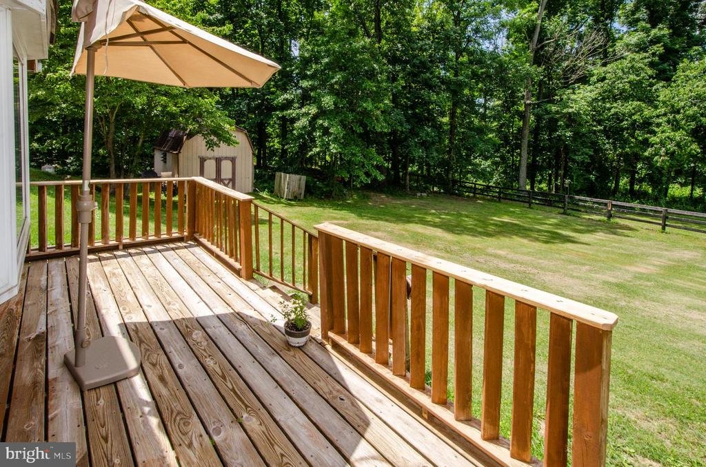 Guest Cottage Private Deck - 20659 FURR RD, ROUND HILL