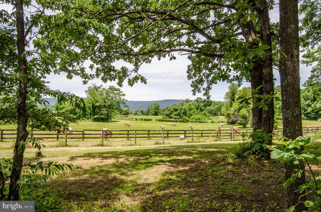 Fantastic Views of Mountains - 20659 FURR RD, ROUND HILL