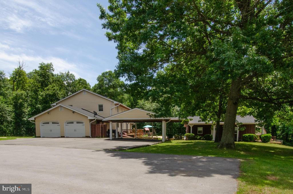 Wonderful parking ideal for multiple cars - 20659 FURR RD, ROUND HILL
