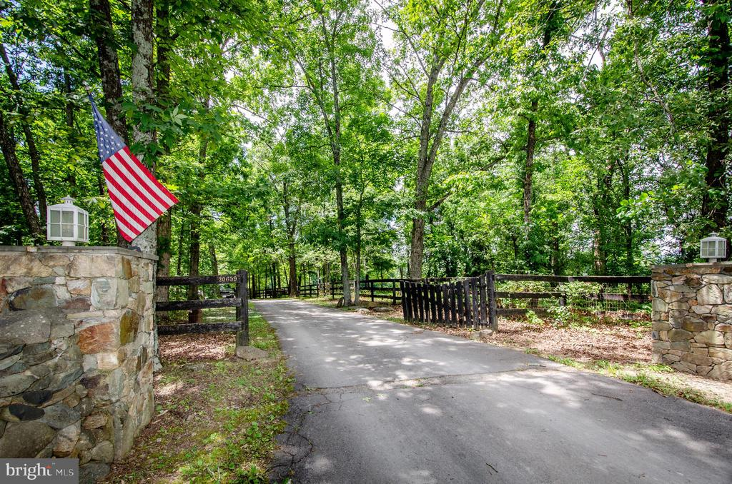 Great private entrance off Furr Road - 20659 FURR RD, ROUND HILL