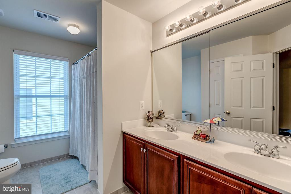 Full Bath on Upper Floor - 25273 DOOLITTLE LN, CHANTILLY