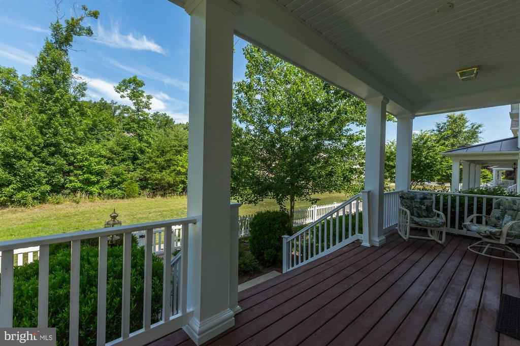 Lower front porch - 25273 DOOLITTLE LN, CHANTILLY