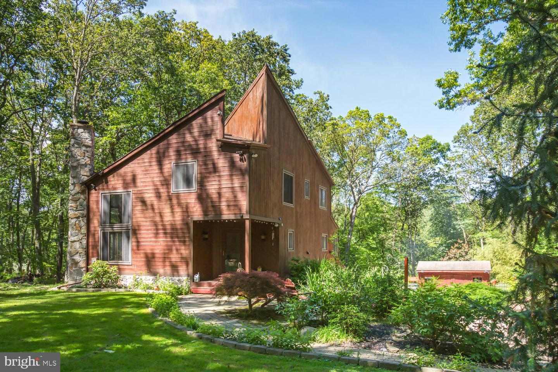 Single Family Homes para Venda às Millstone Township, Nova Jersey 08510 Estados Unidos
