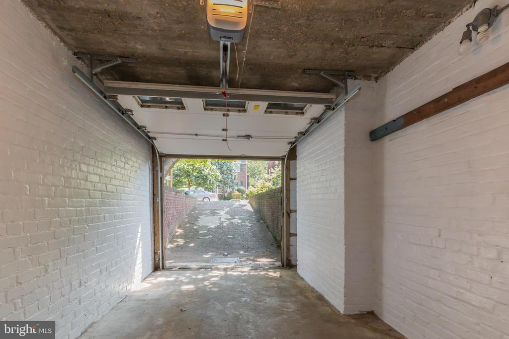 An attached garage - a luxury in the city! - 3922 20TH ST NE, WASHINGTON