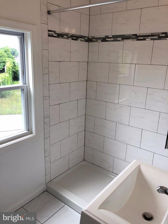 MBR ceramic tile on the wall & sink vanity - 4402 KANE PL NE, WASHINGTON
