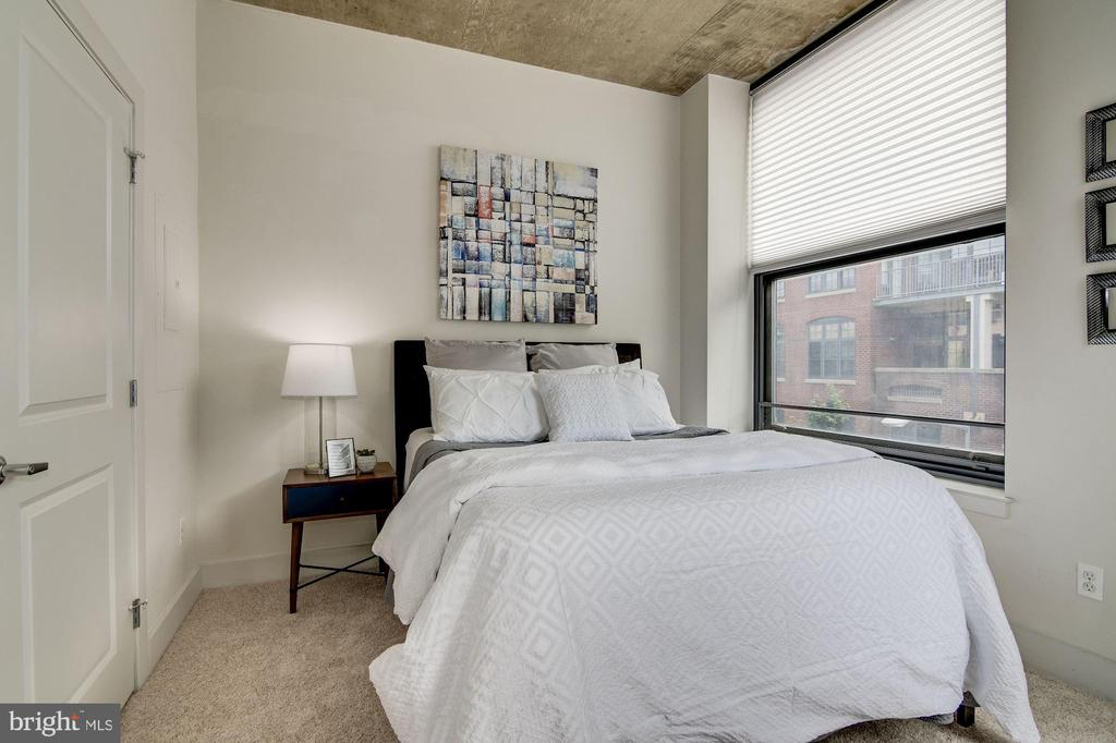 Second bedroom w/queen-size bed - 2301 CHAMPLAIN ST NW #305, WASHINGTON
