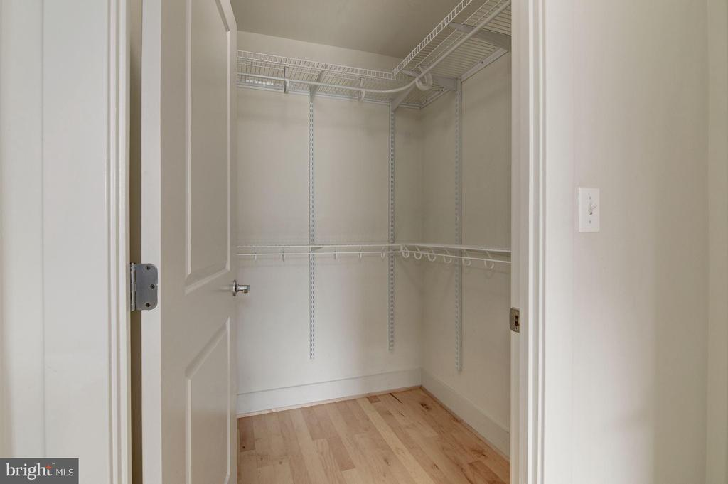 Master walk-in closet - 2301 CHAMPLAIN ST NW #305, WASHINGTON