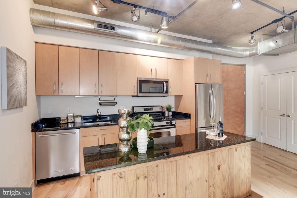 New dishwasher, microwave, refrigerator (2018) - 2301 CHAMPLAIN ST NW #305, WASHINGTON