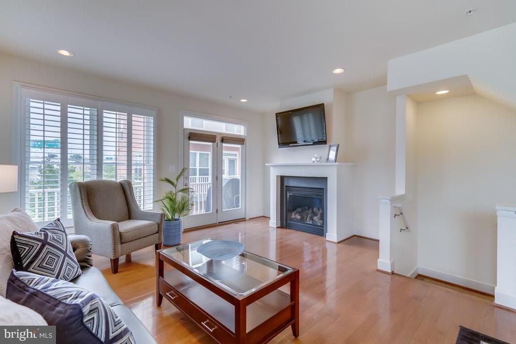 Open Living Room with Expansive Windows - 800 3RD ST SE, WASHINGTON
