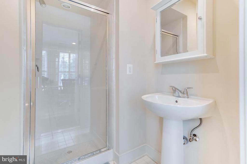 Main Level Full Bath Ideal for Guests - 800 3RD ST SE, WASHINGTON