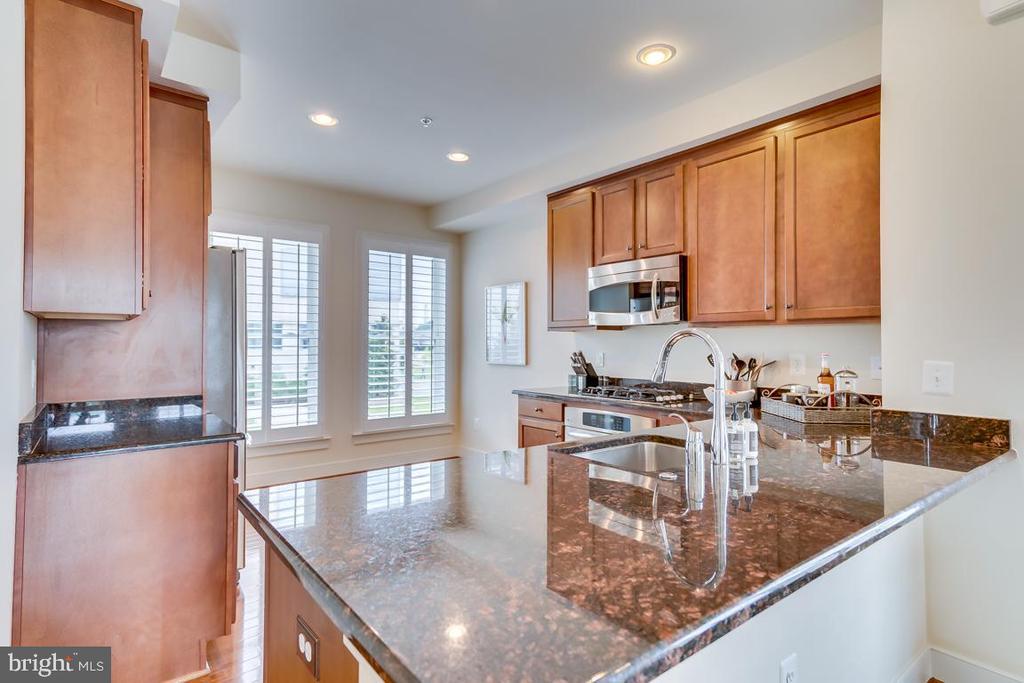 Modern Kitchen - 800 3RD ST SE, WASHINGTON