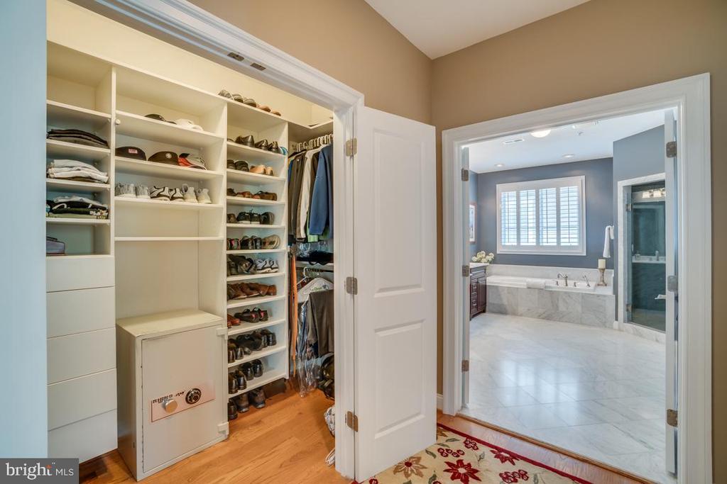 Master Closet - 5623 JOHNSON AVE, BETHESDA