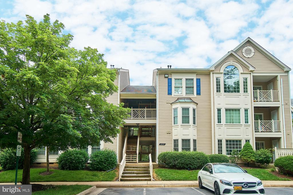 12233  FAIRFIELD HOUSE DRIVE  201B, Fairfax, Virginia