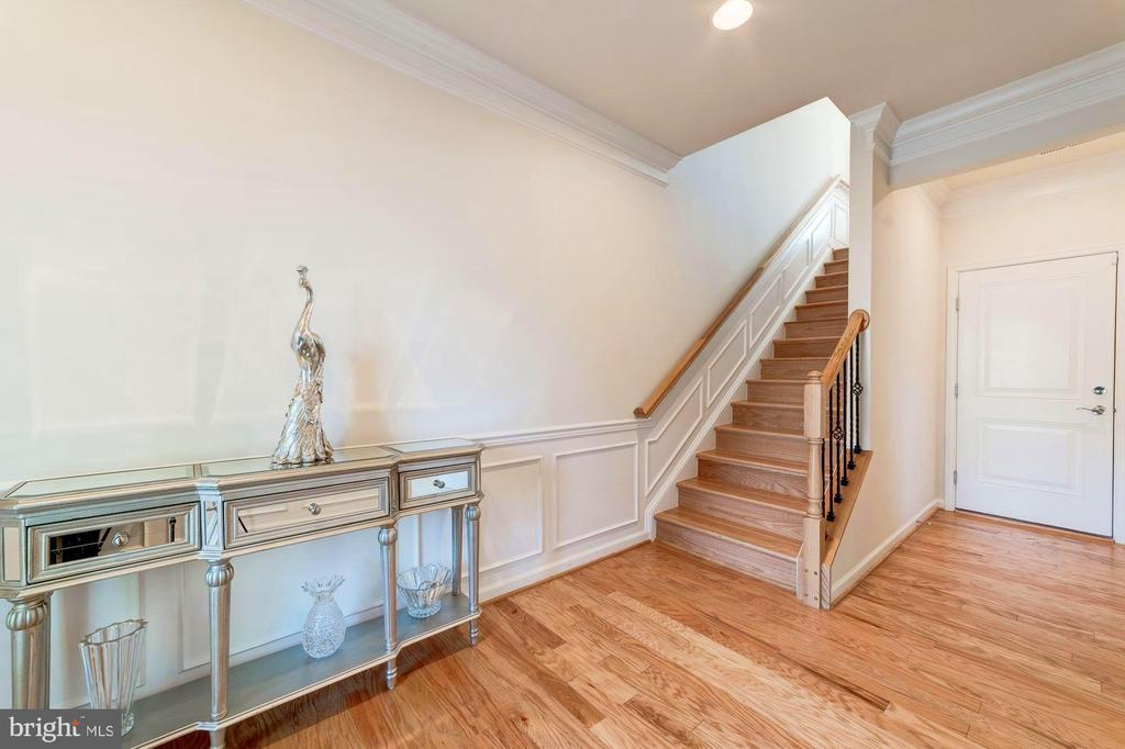 Nice Entryway with Foyer - 3965 OAK ST, FAIRFAX