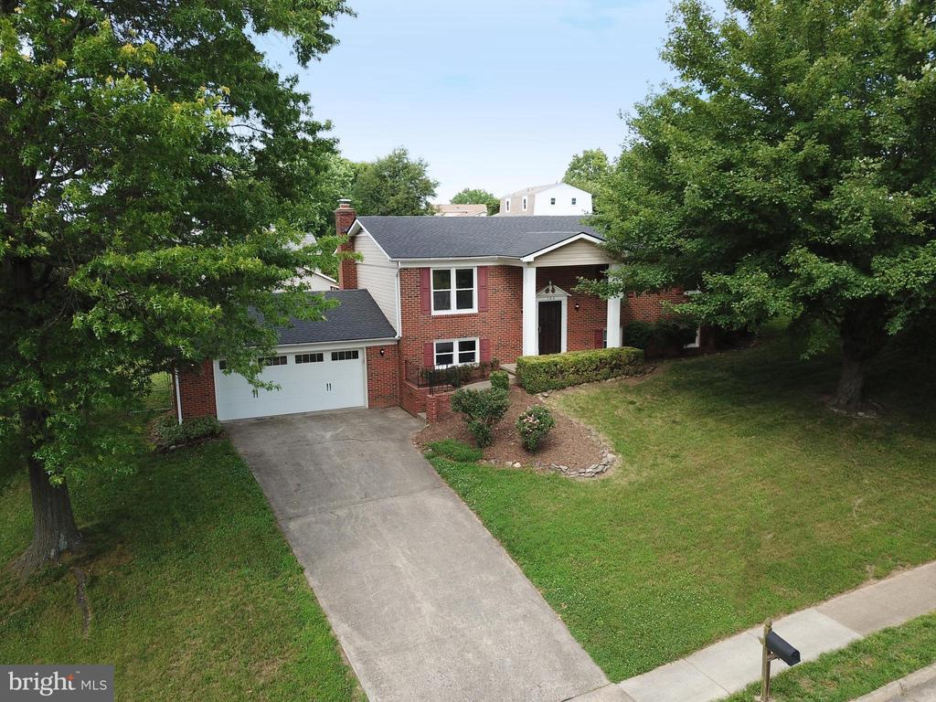 - 104 COUNTRY CLUB DR SW, LEESBURG