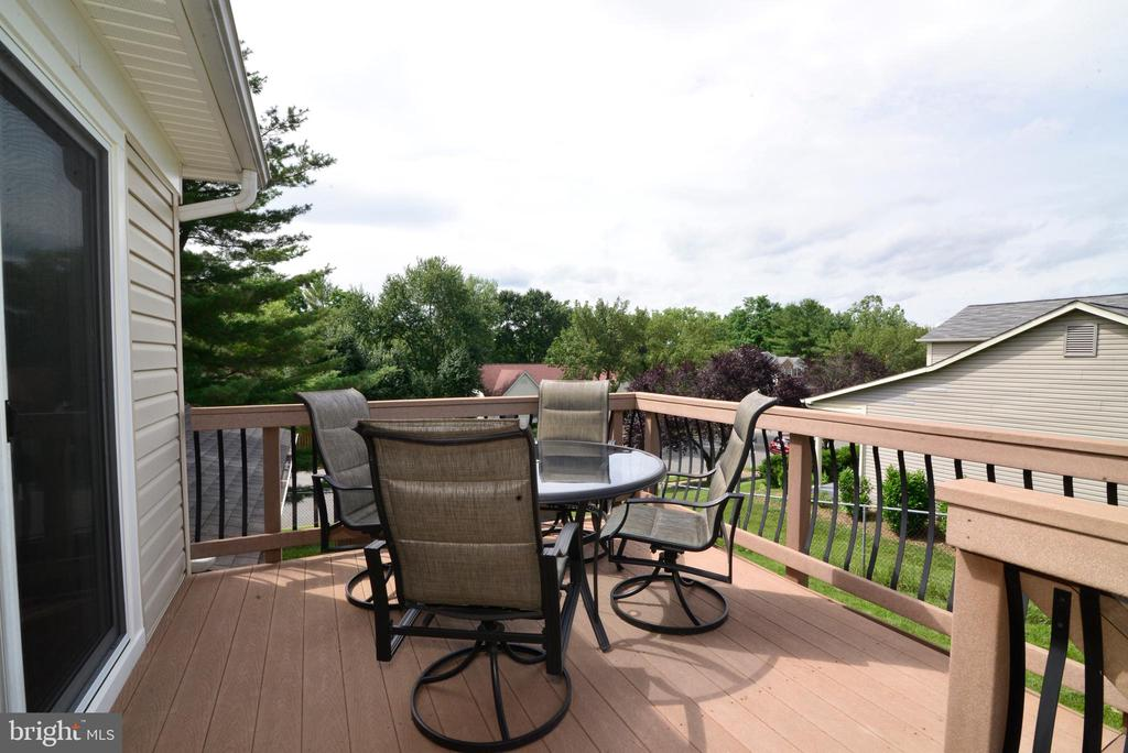 Great deck for entertaining - 104 COUNTRY CLUB DR SW, LEESBURG