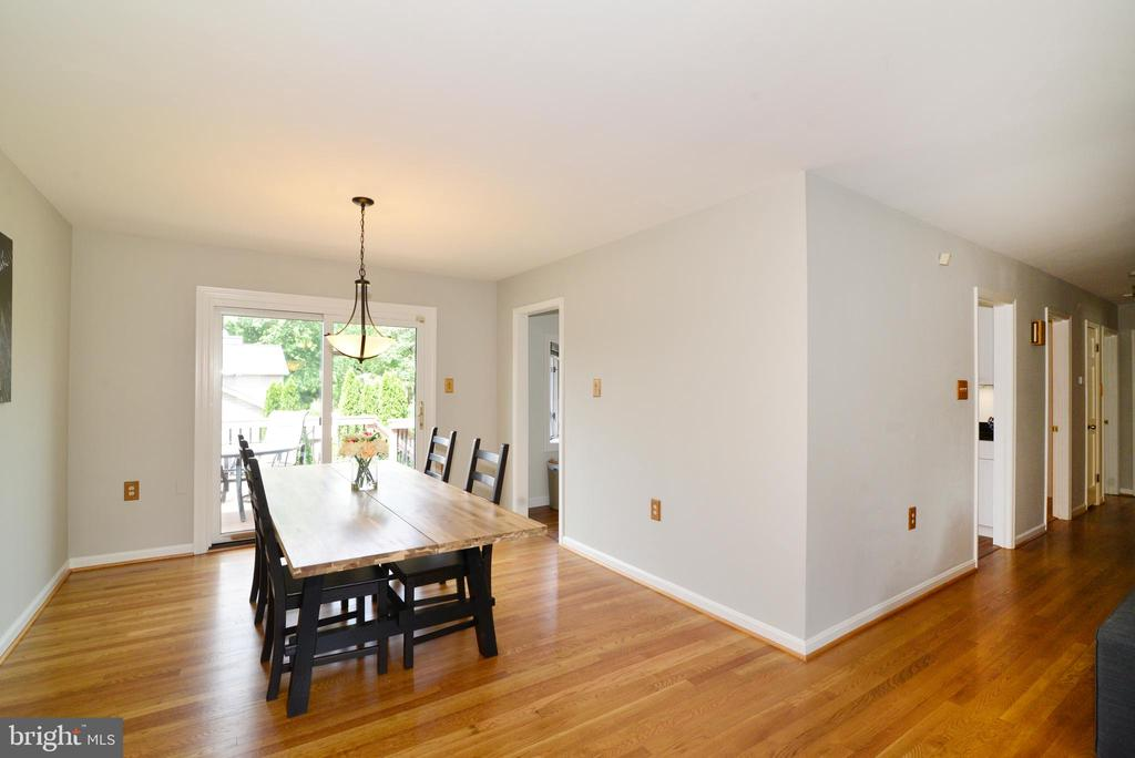 Gleaming hardwood floors - 104 COUNTRY CLUB DR SW, LEESBURG