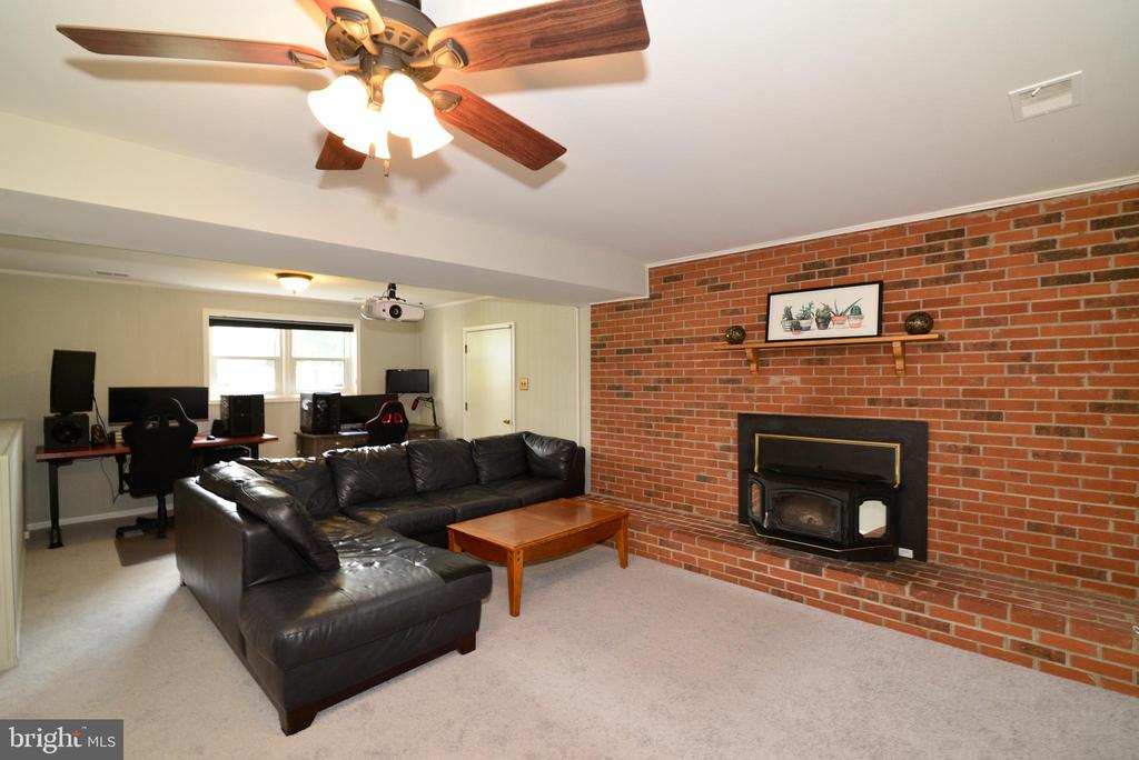 beautiful Fireplace - 104 COUNTRY CLUB DR SW, LEESBURG