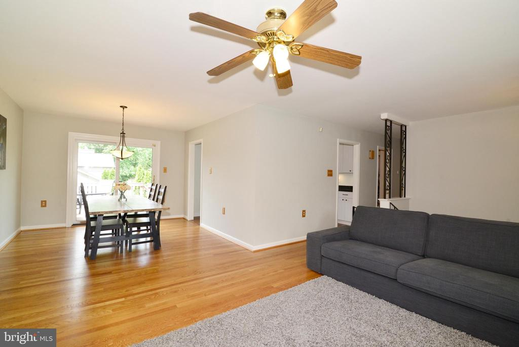 large family room - 104 COUNTRY CLUB DR SW, LEESBURG
