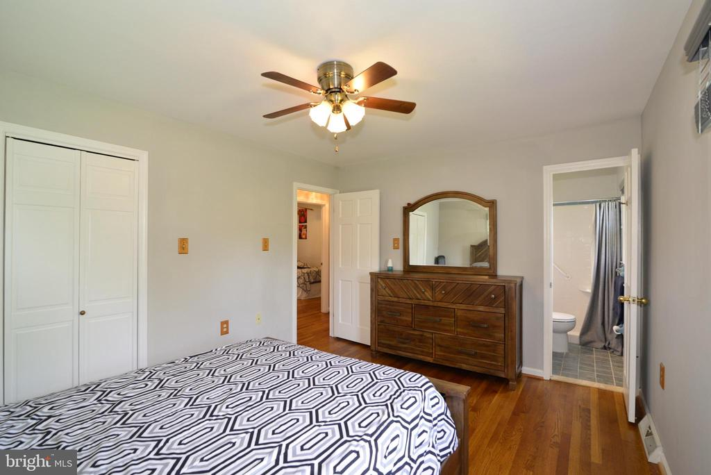 Master Bedroom and full bath - 104 COUNTRY CLUB DR SW, LEESBURG