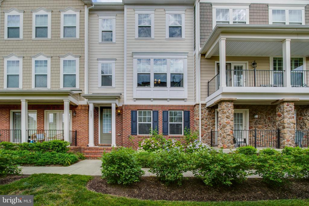 Welcome Home! - 127 ANTHEM AVE, HERNDON