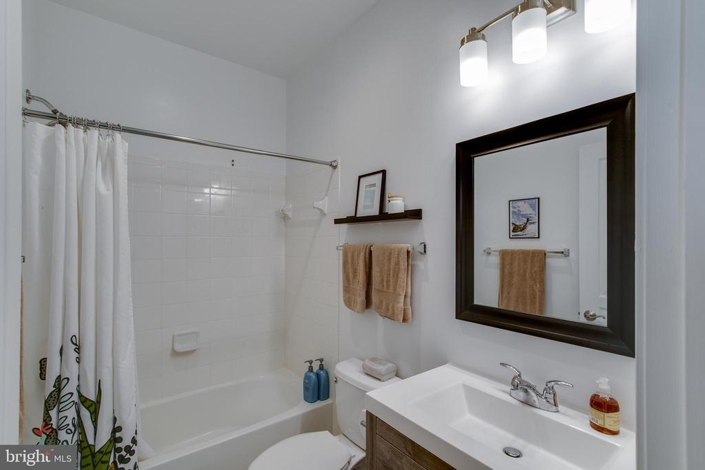 Upstairs Hall Bathroom - 127 ANTHEM AVE, HERNDON