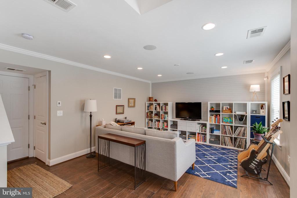 Living Room - 127 ANTHEM AVE, HERNDON