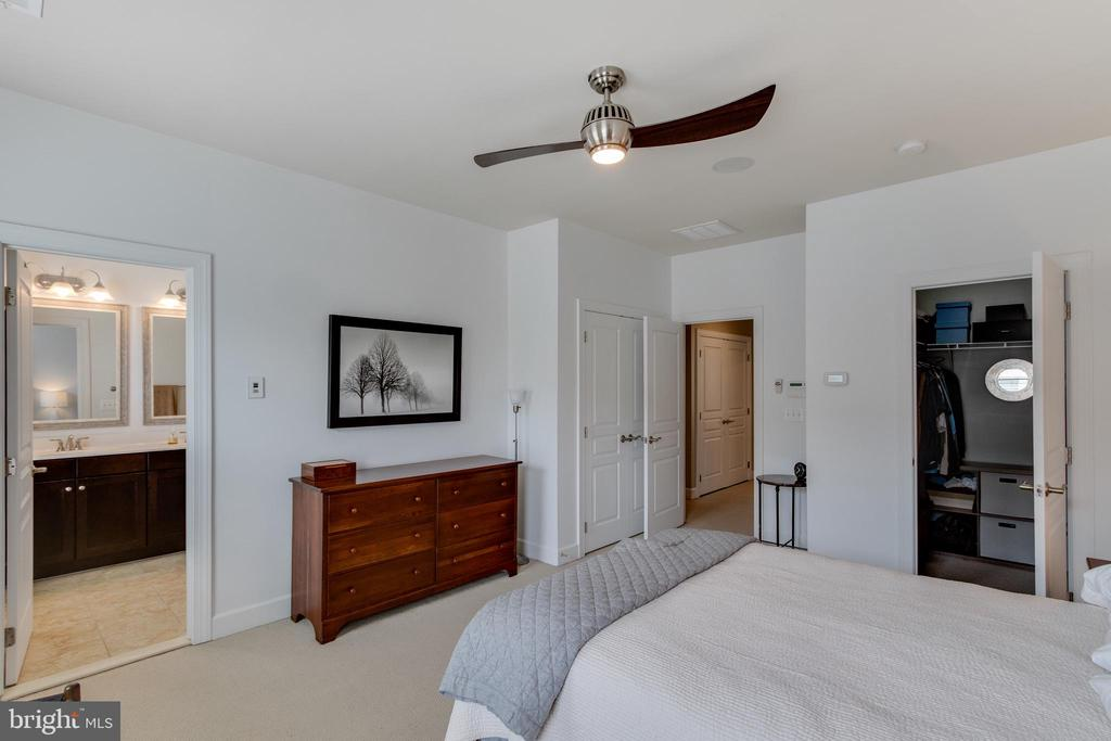Master Bedroom - 127 ANTHEM AVE, HERNDON