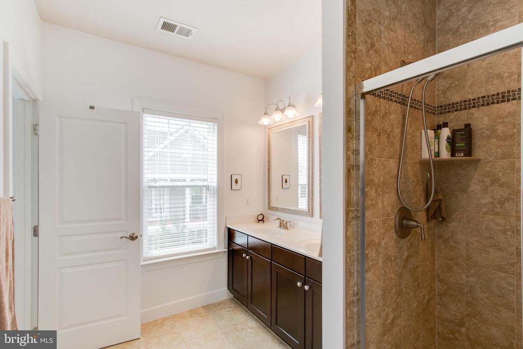 Master Bathroom - 127 ANTHEM AVE, HERNDON
