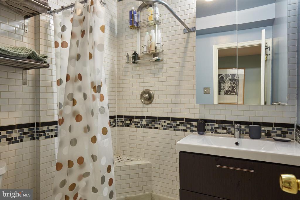 Lower Level Apartment Bathroom - 1844 13TH ST NW, WASHINGTON