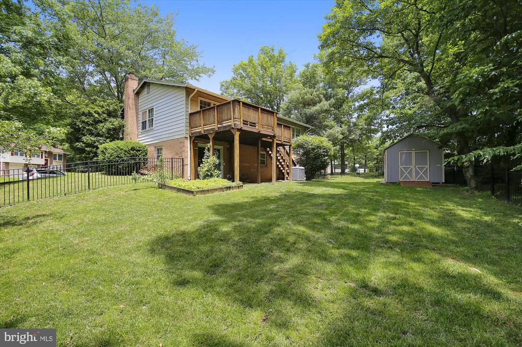 BACK YARD WITH NEWER SHED, FULLY FENCED - 7209 BRIARCLIFF DR, SPRINGFIELD