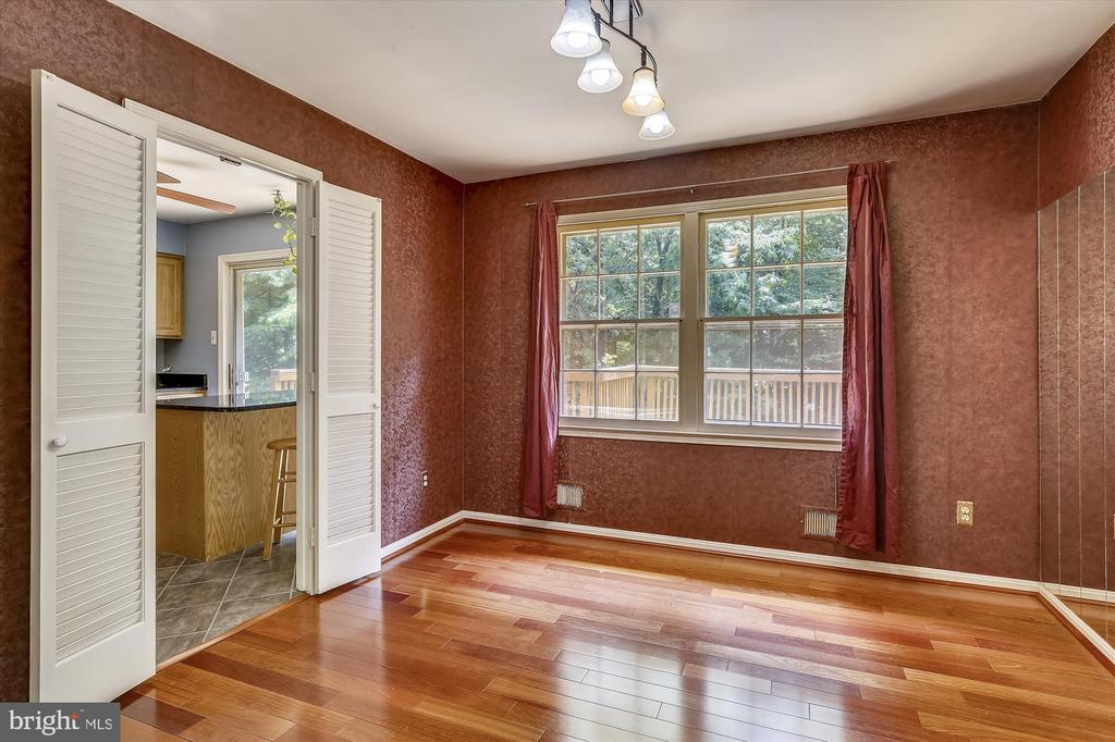 DINING ROOM AWAITING YOUR TOUCHES - 7209 BRIARCLIFF DR, SPRINGFIELD