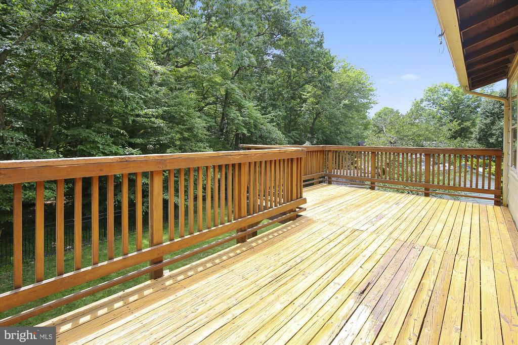 DECK - 7209 BRIARCLIFF DR, SPRINGFIELD