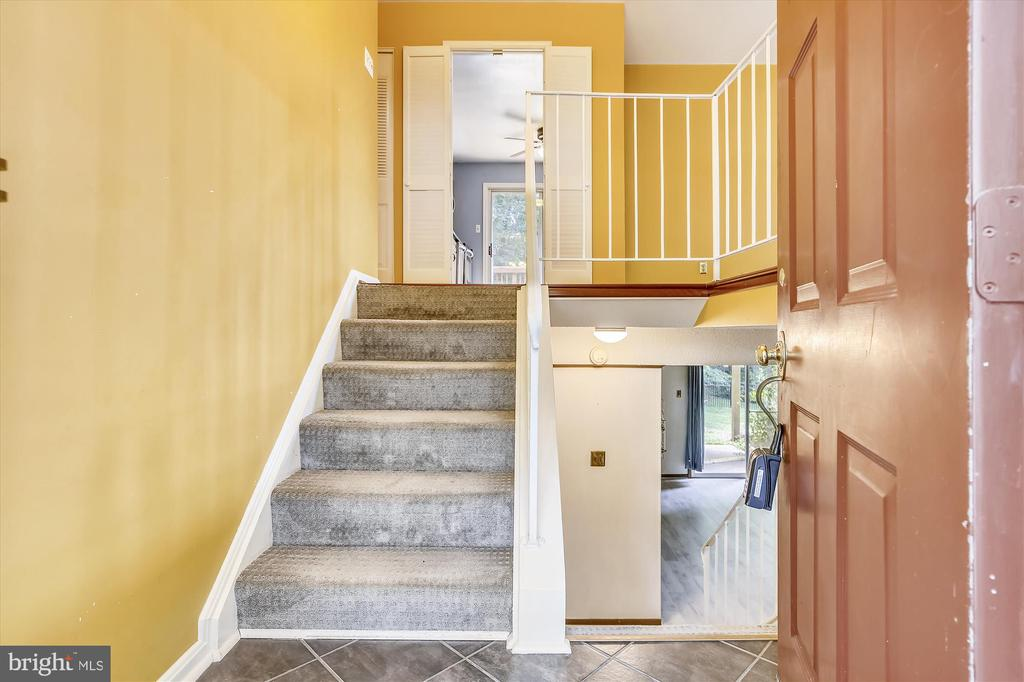 ENTRY WAY - 7209 BRIARCLIFF DR, SPRINGFIELD