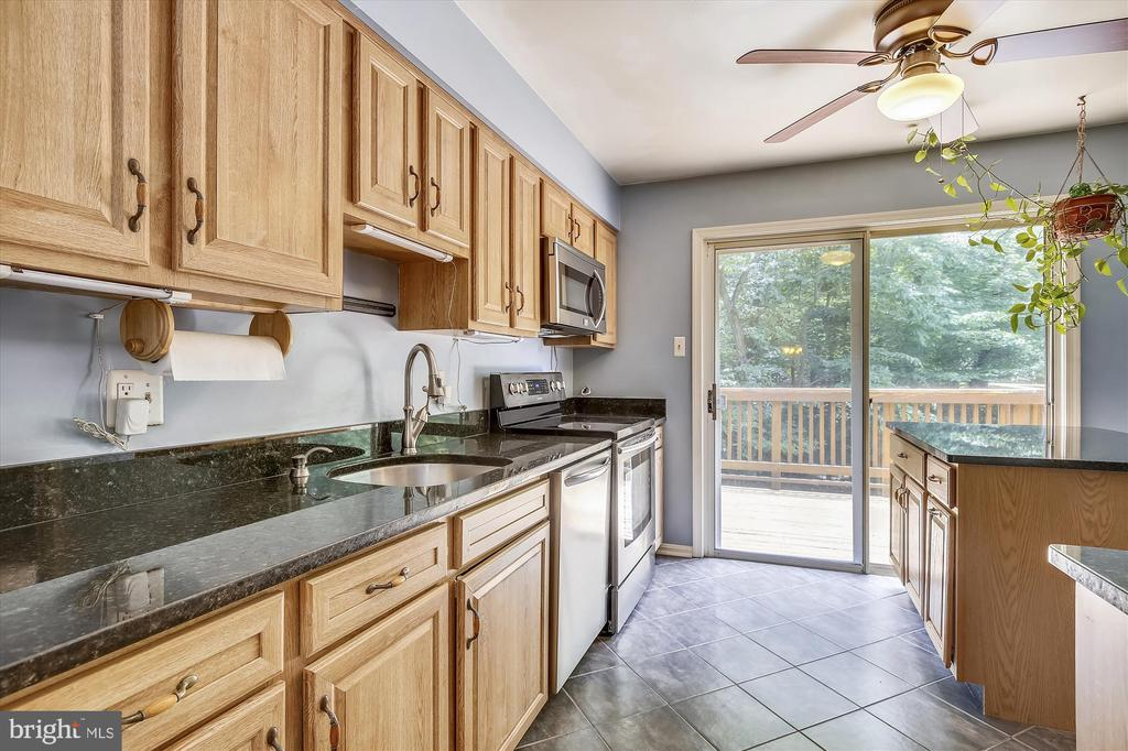 KITCHEN - 7209 BRIARCLIFF DR, SPRINGFIELD