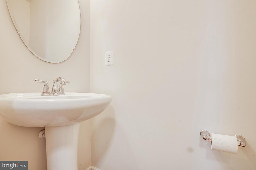 Half bath on first level - 110 SHORT BRANCH RD, STAFFORD