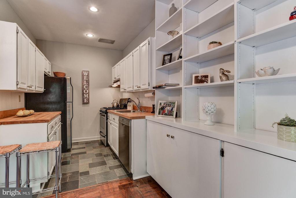 Kitchen with stainless appliances & ample storage - 4114 DAVIS PL NW #4, WASHINGTON