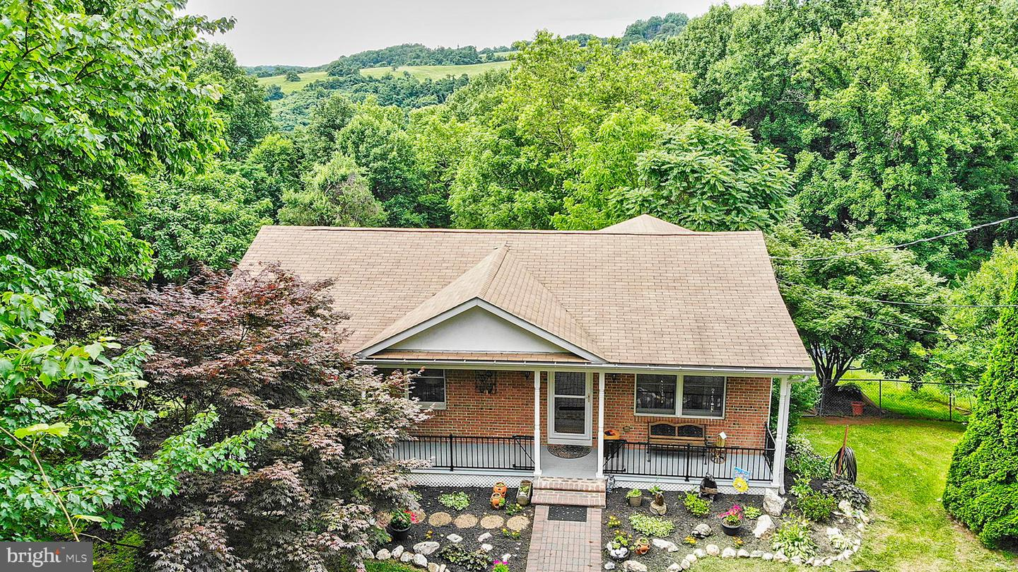 Single Family for Sale at 227 Robin Ln Front Royal, Virginia 22630 United States