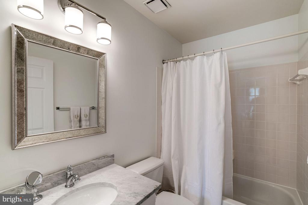 En Suite Bath - 12215 JONATHONS GLEN WAY, HERNDON