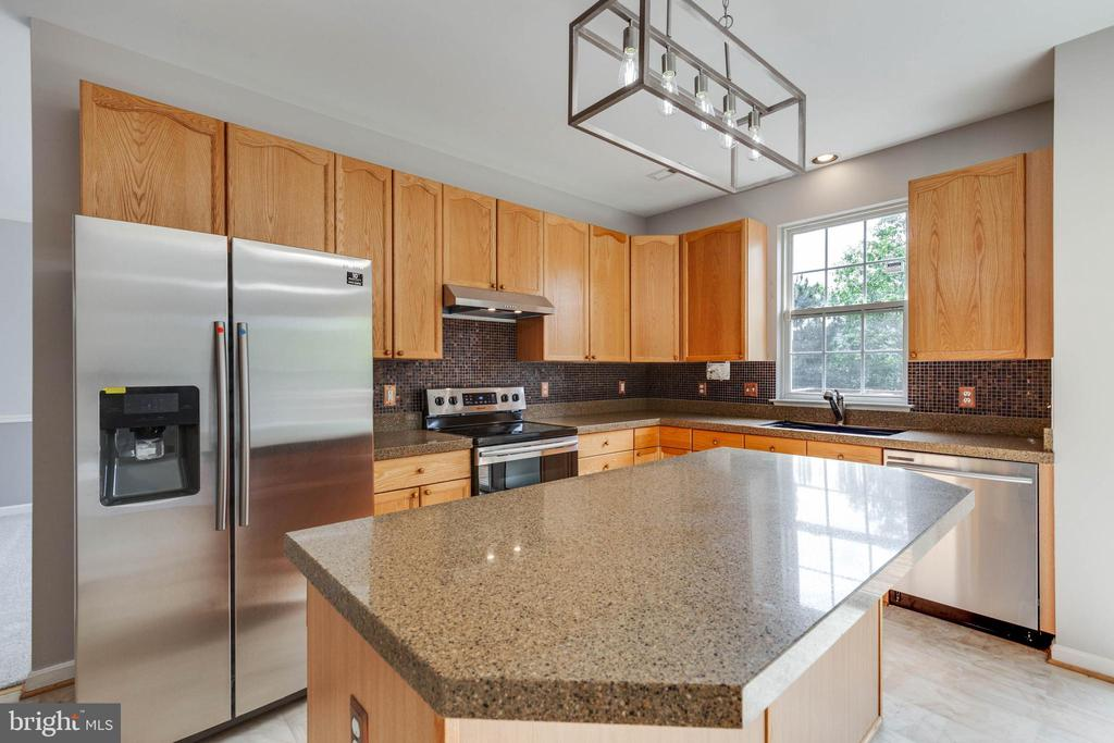 KITCHEN W/ NEW STAINLESS STEEL APPLIANCES - 2402 E SHAKER LN, FREDERICK