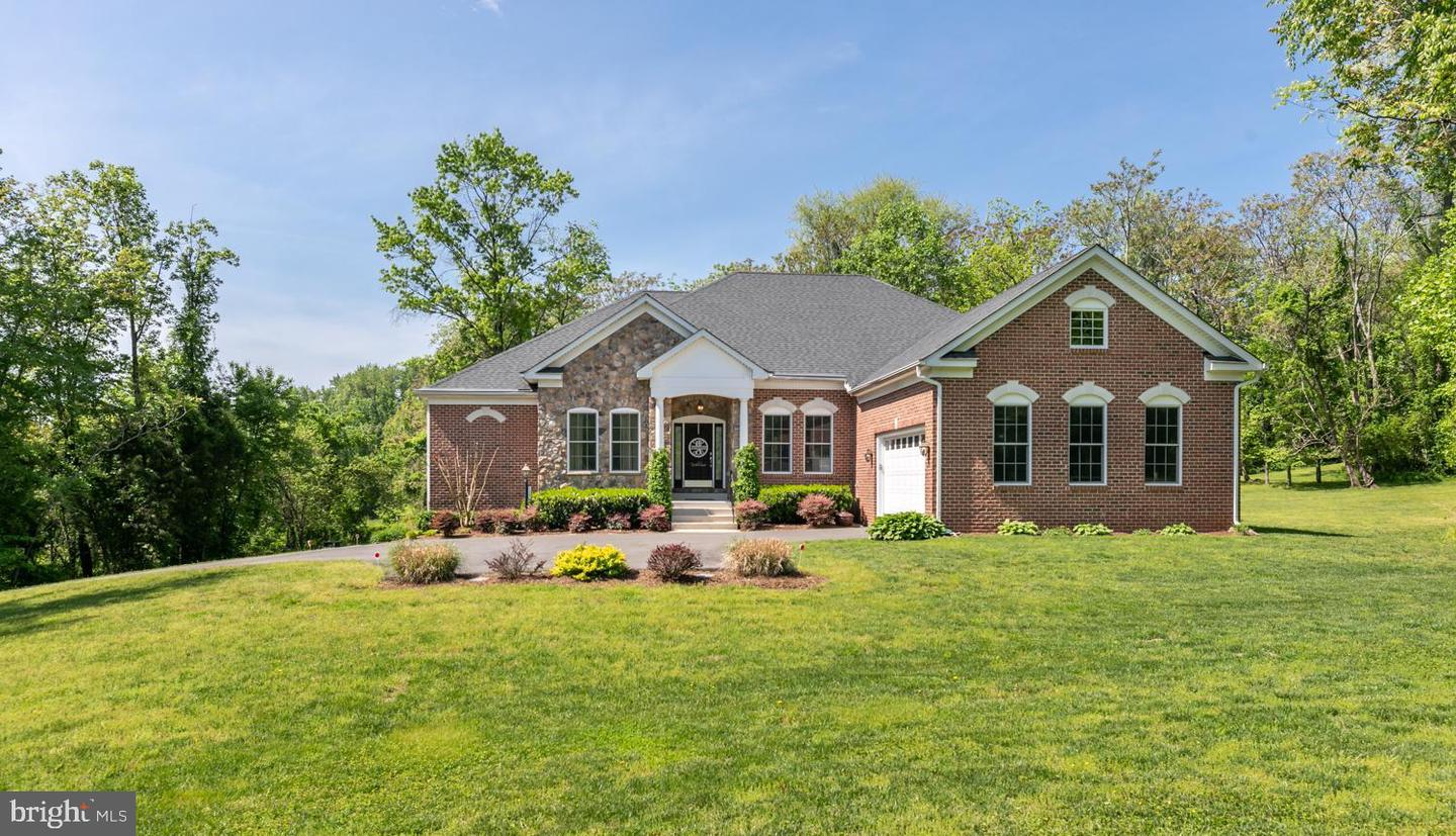 Single Family for Sale at 23999 Whitten Farm Ct Aldie, Virginia 20105 United States