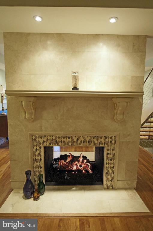 2-sided gas fireplace for living/dining rooms - 306 G ST SE, WASHINGTON