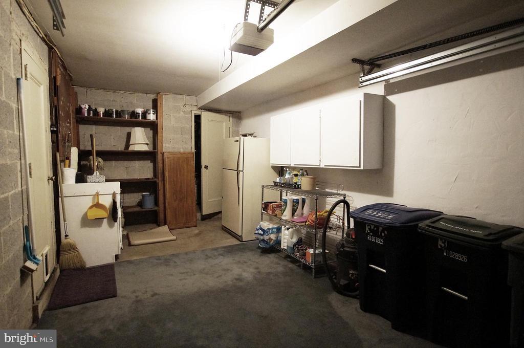 Garage with work space - 306 G ST SE, WASHINGTON