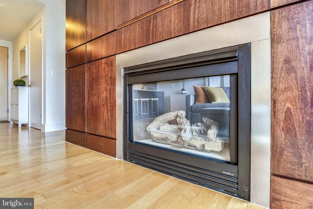 Closeup of fireplace - 2001 15TH ST N #1410, ARLINGTON