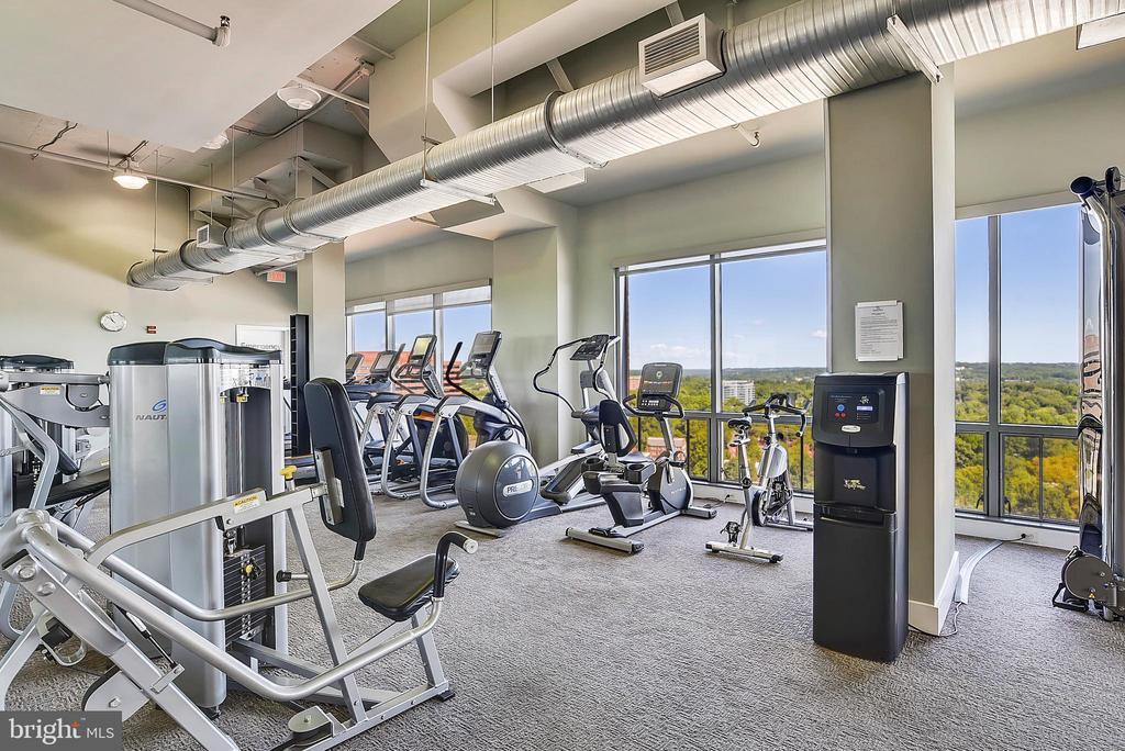 Building gym - 2001 15TH ST N #1410, ARLINGTON