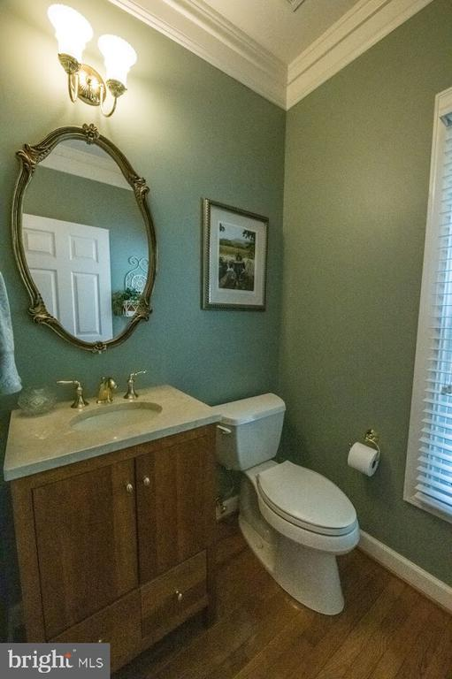 Main level powder room - 21470 BASIL CT, BROADLANDS
