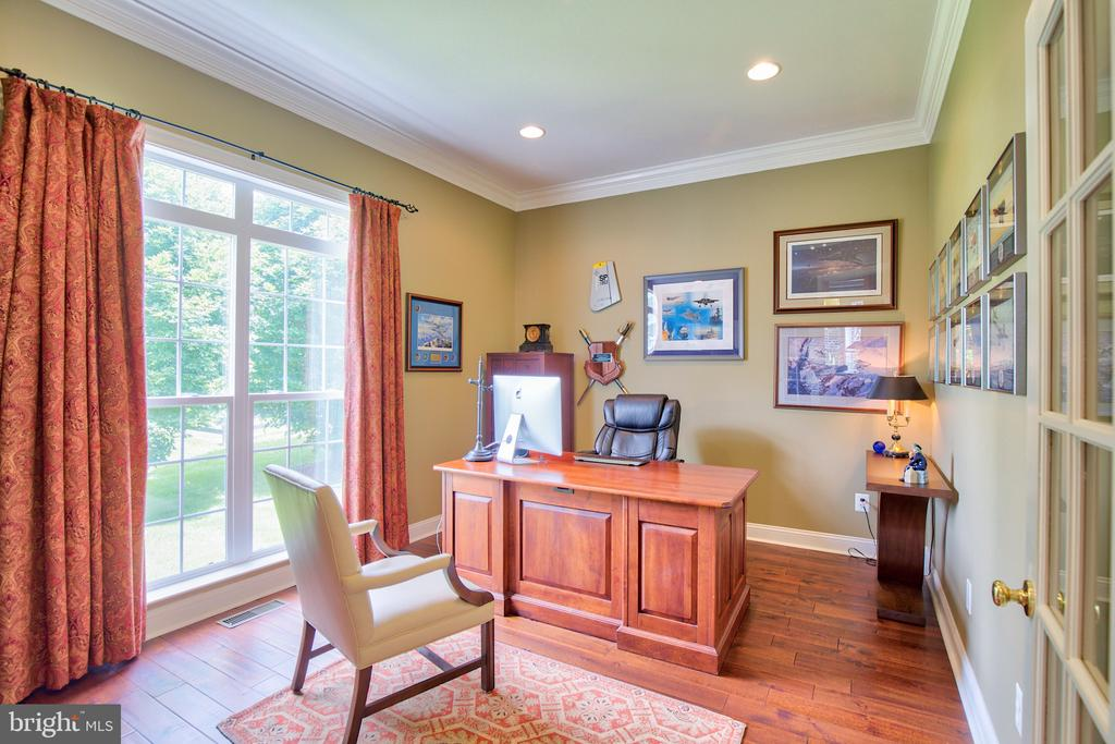 Office/Den located on the main level - 6853 MILL VALLEY DR, WARRENTON