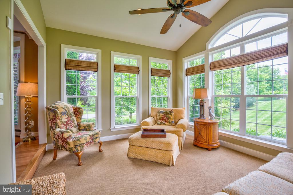 Conservancy off of the living room - 6853 MILL VALLEY DR, WARRENTON