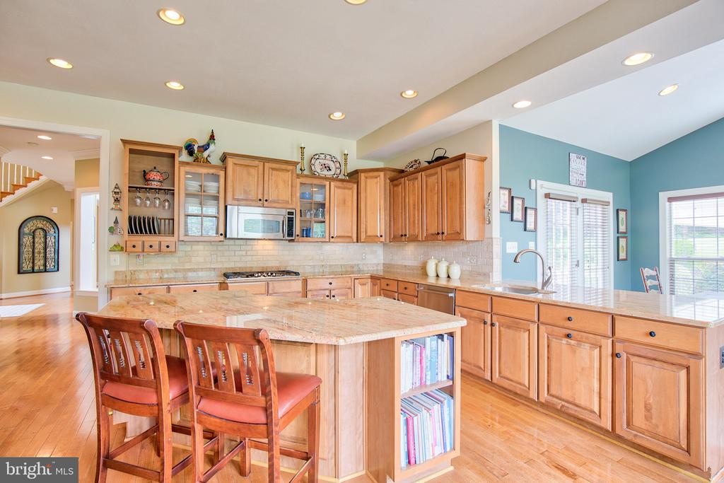 Granite countertops - 6853 MILL VALLEY DR, WARRENTON
