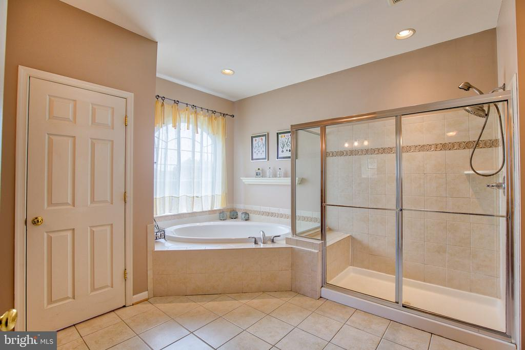 Masterbath - 6853 MILL VALLEY DR, WARRENTON
